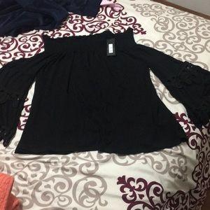 I'm selling blouse black New of de the shoulder